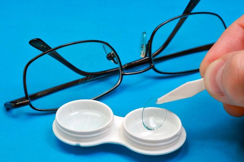 Как надевать и снимать контактные линзы, а также правильный уход за ними - Фото №9