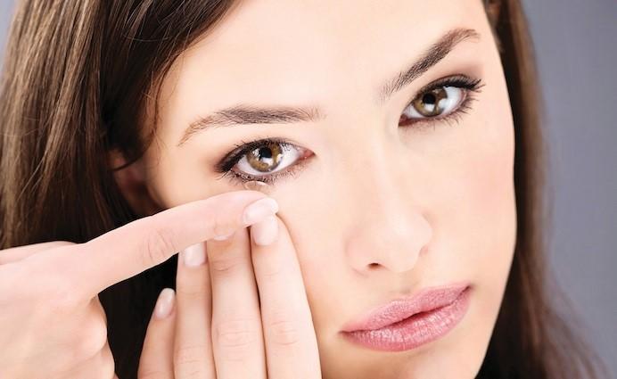 Как надевать и снимать контактные линзы, а также правильный уход за ними - Фото №12